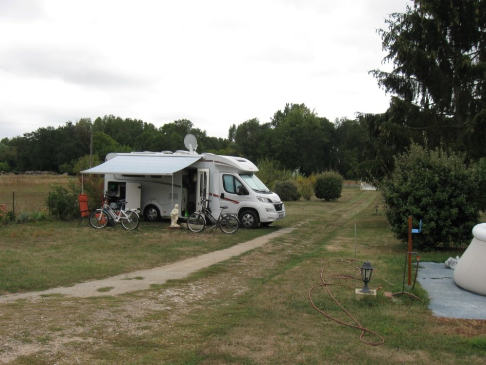 Aire camping-car à Noizay (37210) - Photo 2
